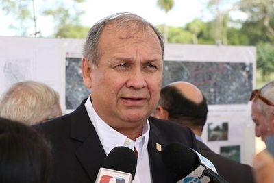 Ferreiro insta a seguir dialogando con taxistas y está en contra de prohibir Uber y Muv