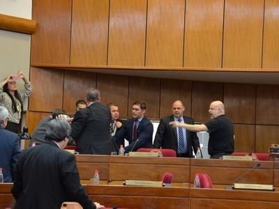 Senado convocó a sesión extra para tratar suspensión de Payo Cubas y Enrique Riera