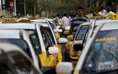 Asignan fiscales para movilización de taxistas