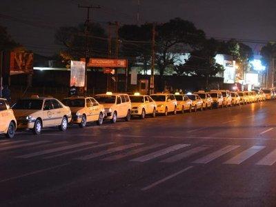 Taxistas comienzan a movilizarse contra MUV y Uber
