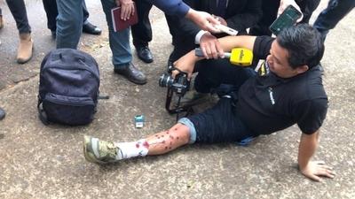 HOY / Cascos azules intentan repeler a taxistas con balines y carros hidrantes: hay heridos