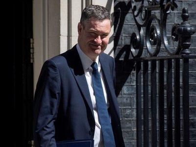 Ministro británico dimite por la elección de Boris Johnson