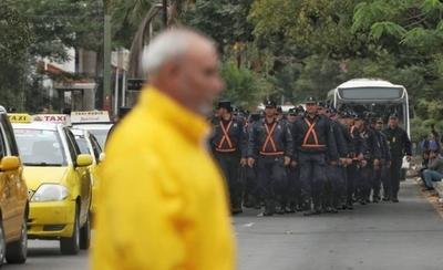HOY / Morales ordena despejar Avda. Mariscal López y declara vigilia hasta mañana