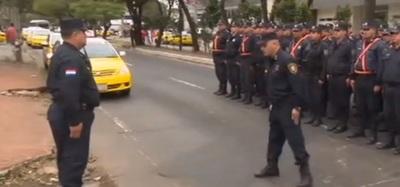 Taxistas despejan parcialmente la avenida Mariscal López