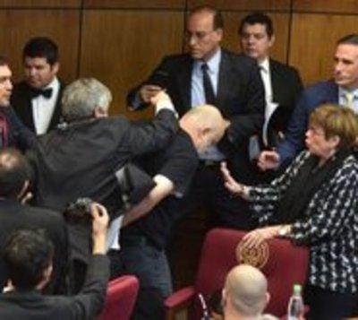 Senado suspende a Paraguayo Cubas y Enrique Riera