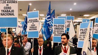 Polémica en Argentina por lectura en aviones de mensajes contra el Gobierno