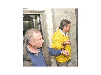 Arresto domiciliario para los ocho taxistas