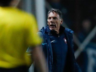 Russo, molesto con el árbitro y el VAR