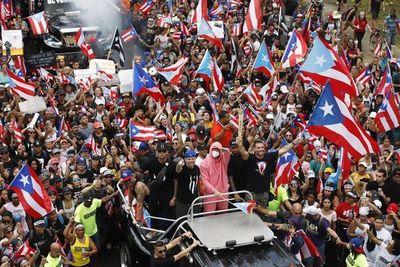Gobernador de Puerto Rico entrega oficialmente su carta de dimisión