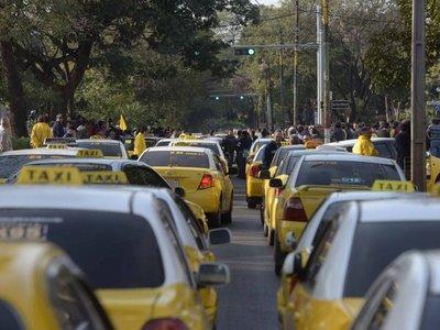 Proyectan norma para que paradas ya no sean negociados de taxistas