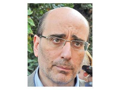 Ex director critica improvisación y dice que no hay postura
