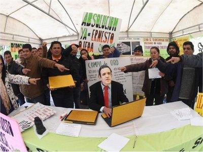 Petta pide que se lo investigue por la licitación de costosas laptops