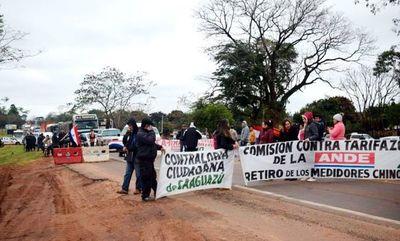 Bloquean ruta en repudio del acuerdo bilateral de Itaipú