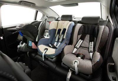 Padre olvida a mellizos en el auto y ocho horas después los encuentra muertos