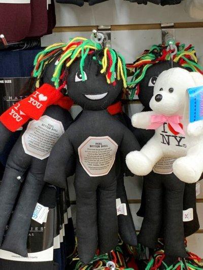 Escándalo en EE.UU. por unas muñecas negras diseñadas para ser golpeadas contra la pared