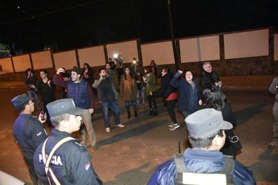 Ciudadanos escracharon a Castiglioni