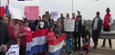 Cierran la Costanera y piden viviendas sociales