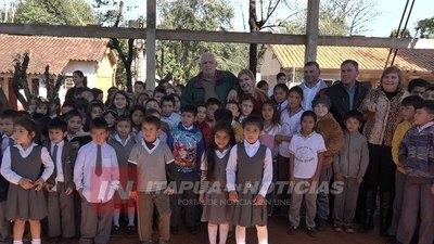 M. OTAÑO: INAUGURAN SISTEMA DE AGUA POTABLE Y AULAS EN EL BARRIO DOMINGO ROBLEDO