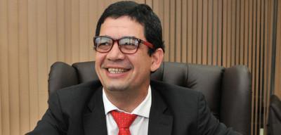 Analizan juicio político contra Hugo Velázquez