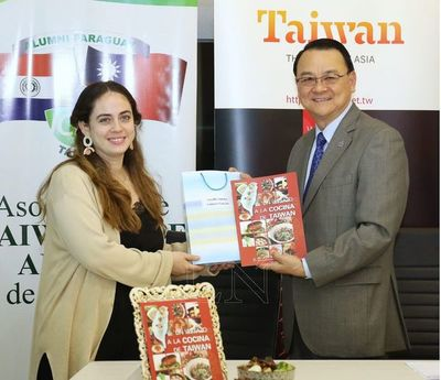 Taiwán entregó pasajes a becarios de curso de gastronomía