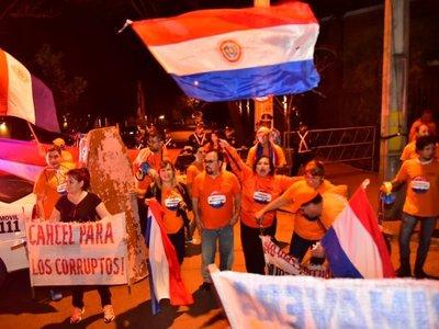 Escrachadores piden la renuncia del vicepresidente Hugo Velázquez