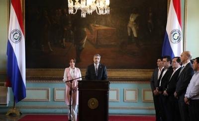 """HOY / Mario Abdo celebra tras superar la crisis: """"La democracia ha triunfado"""""""