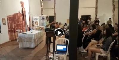 Buena cantidad de personas en charla sobre historia de San Lorenzo
