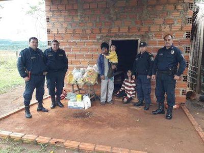 GUAIRA: VIRALIZAN ACCIÓN SOLIDARIA DE POLICÍAS CON UNA FAMILIA EN BORJA