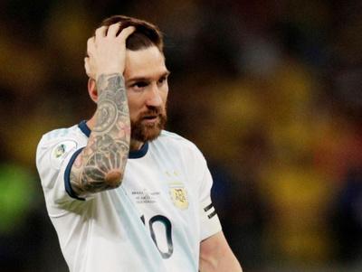 Conmebol sanciona a Messi con tres meses de suspensión y una multa