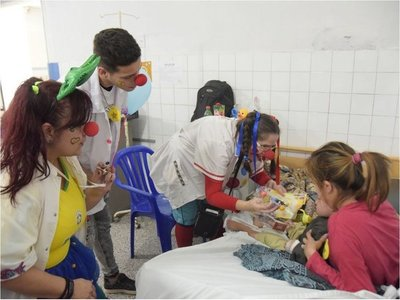 Payasonrisas empezaron la gira de alegría en hospitales