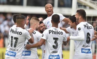 HOY / Santos golea y se aísla en la cima del fútbol brasileño