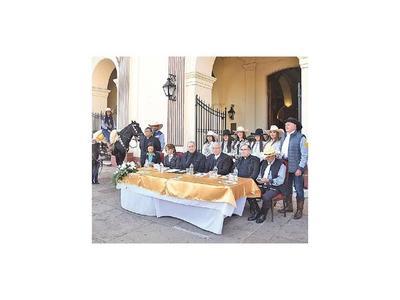 Abogando por la paz,  presentan calendario de fiesta de Asunción