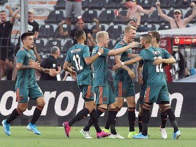 El Ajax resiste en el infierno de Salónica