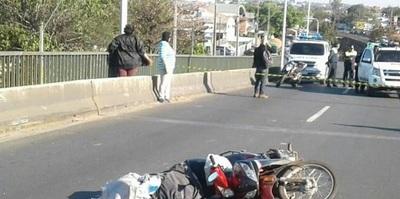 Conductora muere arrollada sobre viaducto