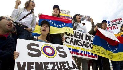Trump congela activos del gobierno en disputa de Venezuela
