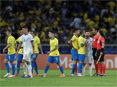 Admiten mal uso de VAR en el juego Brasil-Argentina