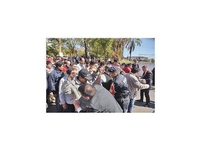 Cada ministro tiene hinchada y arrea gente para el apoyo