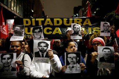 """""""Dictadura nunca más"""": rechazo a Bolsonaro en Sao Paulo"""