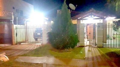Desconocidos abren fuego contra vivienda y vehículos de un abogado en barrio San José
