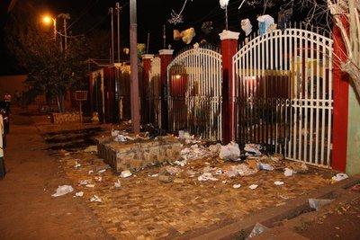 """Escrachan a camarista Isidro """"Cacho"""" González por dilatar acusación contra el clan Zacarías"""