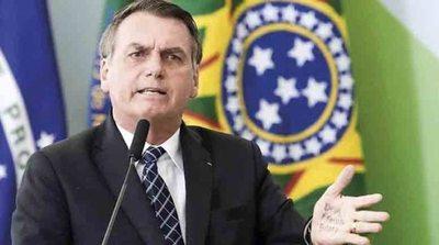 """Bolsonaro llama """"héroe"""" a jefe represor"""