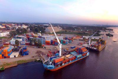 Comercio exterior registró una leve caída a julio, según el BCP