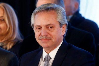 Fernández se encamina a la presidencia en primarias
