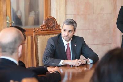 Mandatario se reúne con el Consejo de Seguridad y luego oficializará convenio para interconexión de hospitales