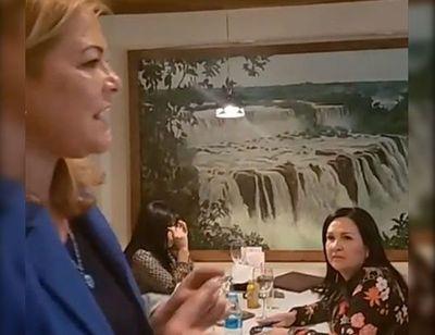 Escrache sorpresa amarga el almuerzo a la senadora Bajac
