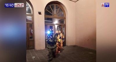 Evacuan Teatro Municipal por ataque con gas pimienta