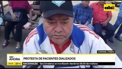 Pacientes dializados protestan en Cnel. Oviedo