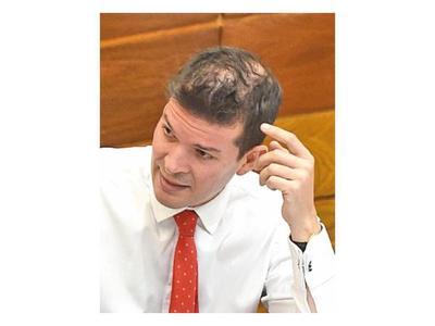 Senador cartista sostiene que Marito fracasó por dar la espalda a su líder