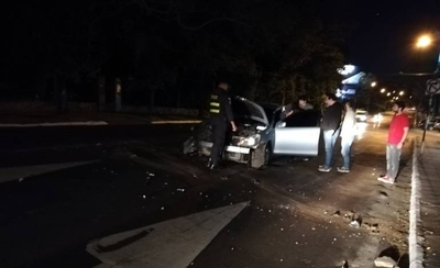 HOY / Conductor de Uber perdió el control y chocó contra una columna