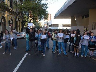 Fenaes insta a estudiantes a movilizarse por crisis de Itaipú